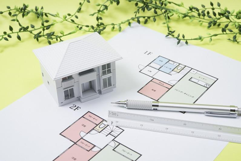 住宅設計のイメージ 住宅の設計図と模型
